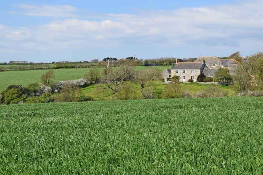 4 Bedrooms Detached House for sale in Gunwalloe, Nr. Helston, Cornwall, TR12