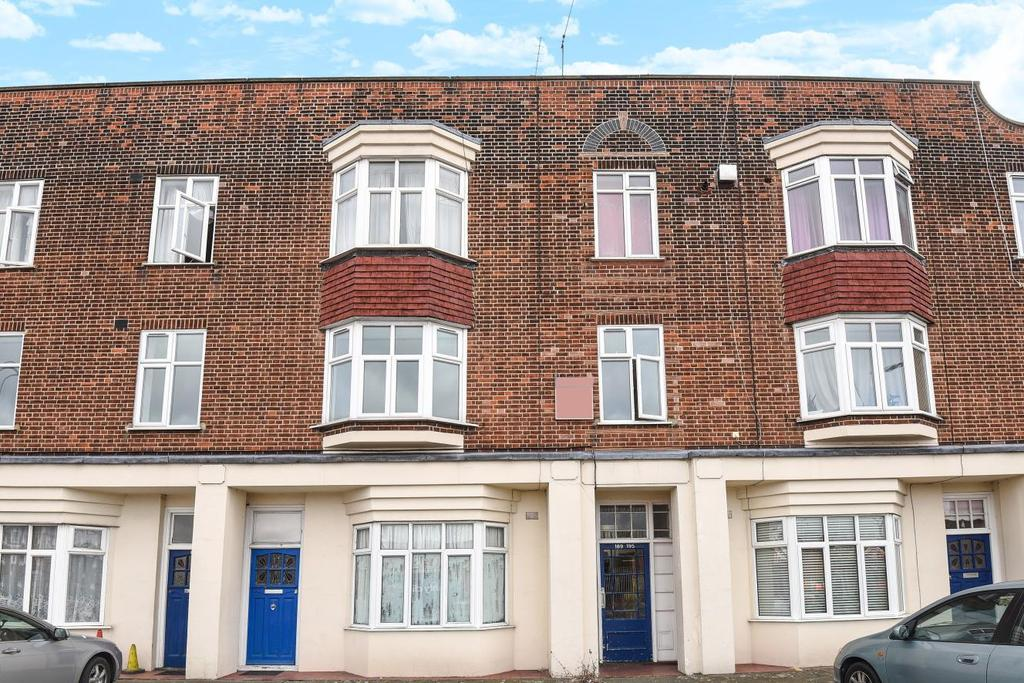 3 Bedrooms Flat for sale in Bromley Road, Catford, SE6