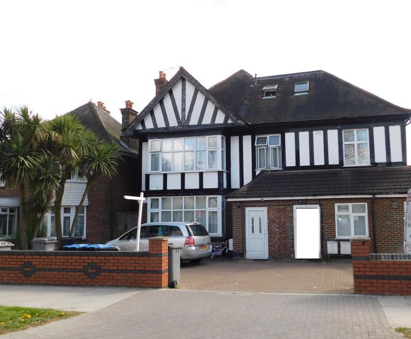 2 Bedrooms Flat for sale in Flat 4 Harrowdene Road, Wembley