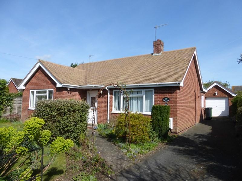 3 Bedrooms Detached Bungalow for sale in Village Street, Harvington, Evesham