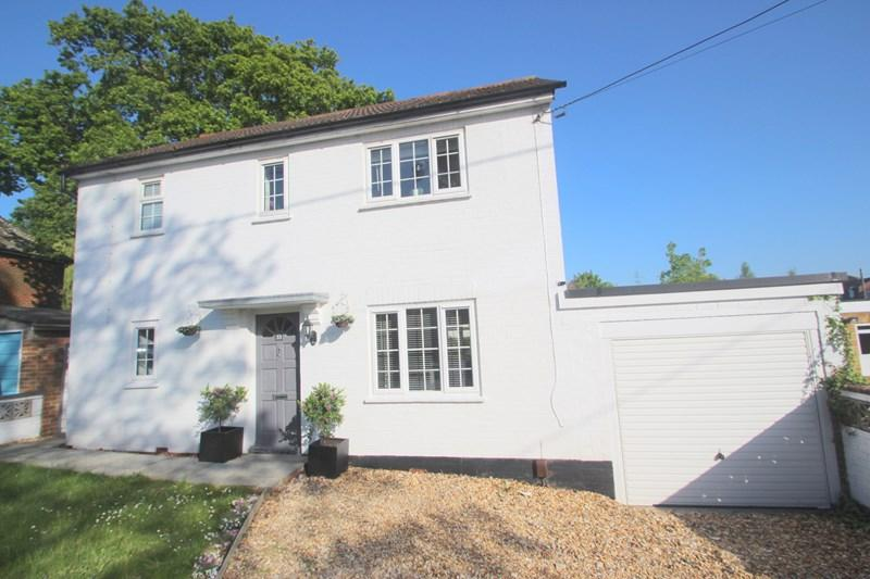 3 Bedrooms Detached House for sale in Beaulieu Road, Southampton
