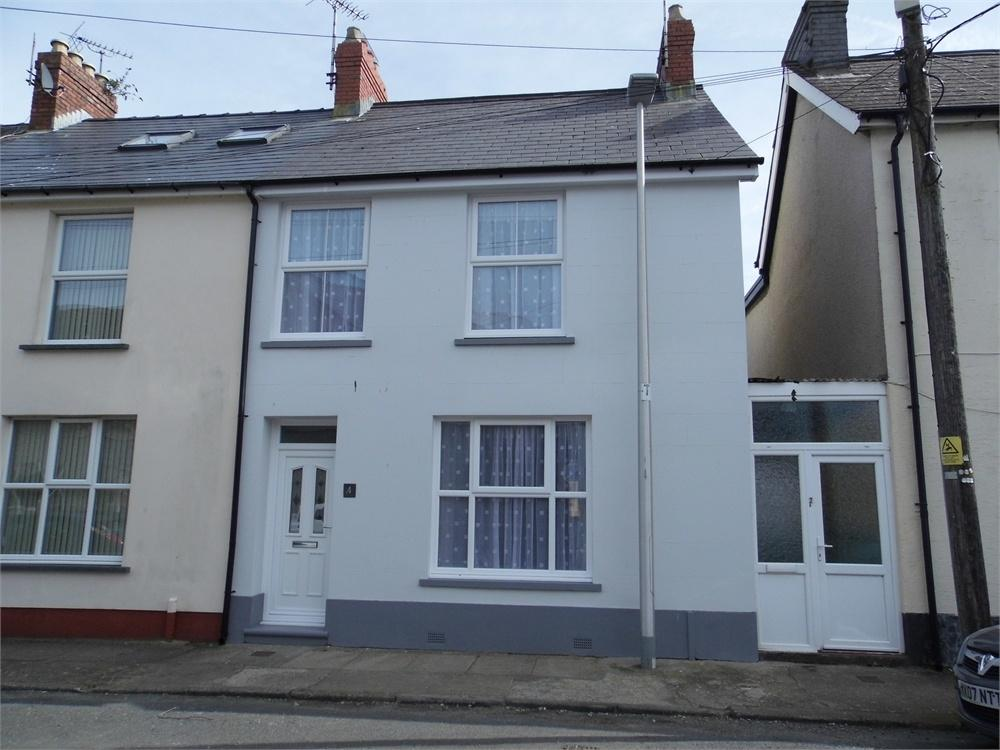 3 Bedrooms Terraced House for sale in 4 Brodog Terrace, Fishguard, Pembrokeshire