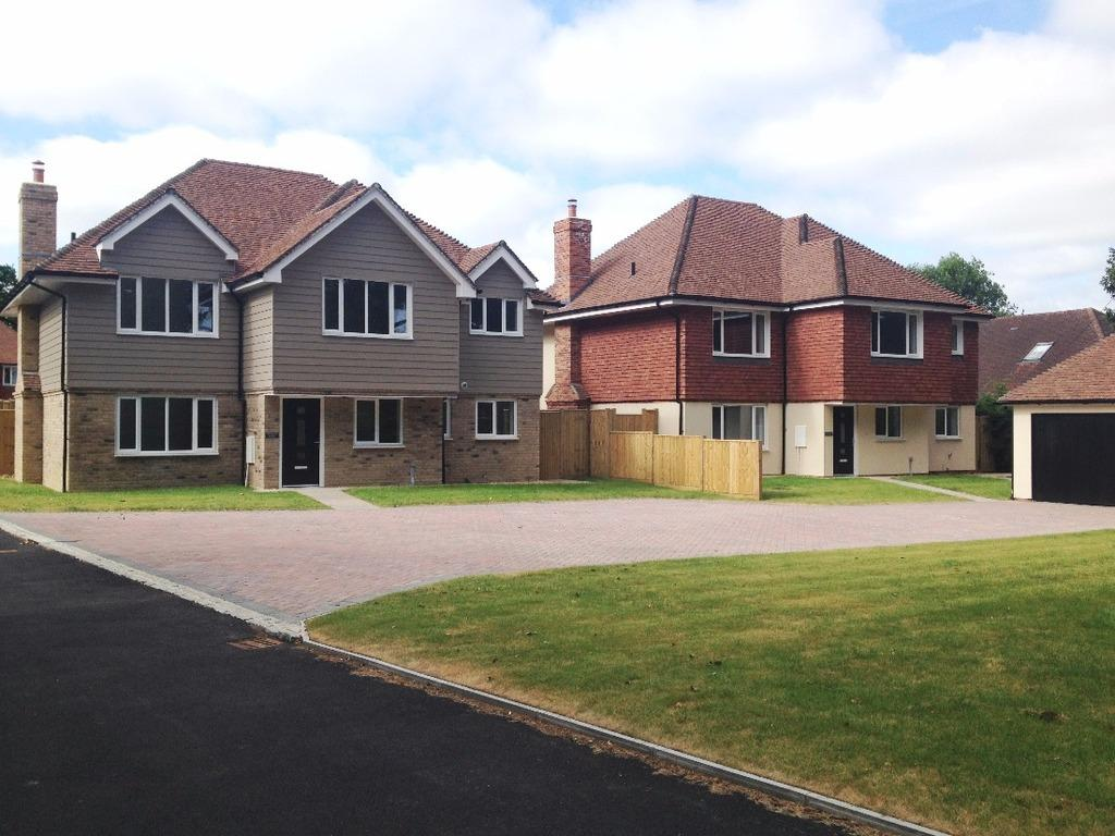 5 Bedrooms Detached House for sale in Oak Grange Folders Lane Burgess Hill RH15