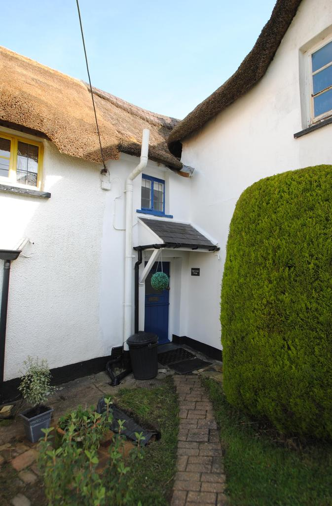 2 Bedrooms Terraced House for sale in The Square, Petrockstowe