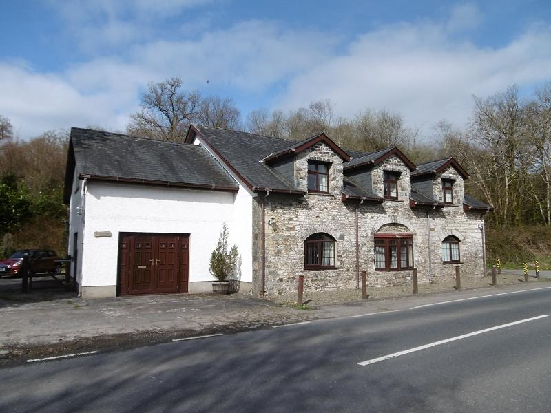 4 Bedrooms Detached House for sale in Talley, Llandeilo, Carmarthenshire.