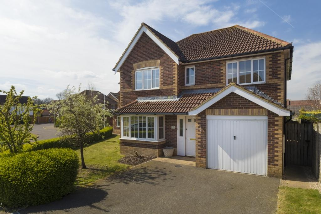 4 Bedrooms Detached House for sale in Proctor Walk, Hawkinge, CT18