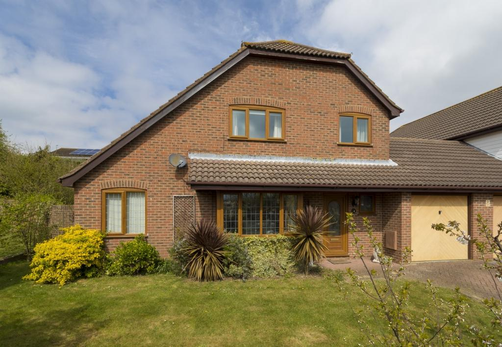 5 Bedrooms Detached House for sale in Broadmead Village, Folkestone, CT19