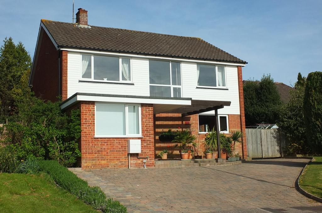4 Bedrooms House for sale in Heatherbank, Haywards Heath, RH16