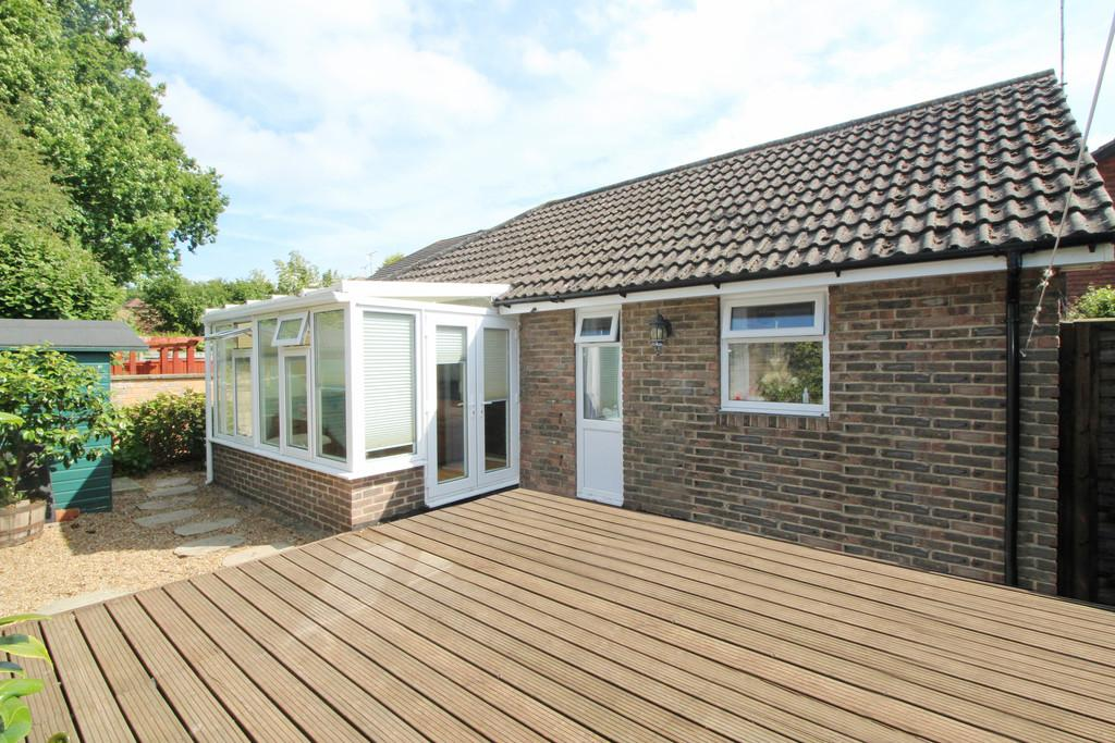 2 Bedrooms Detached Bungalow for sale in Cootham Green, Cootham