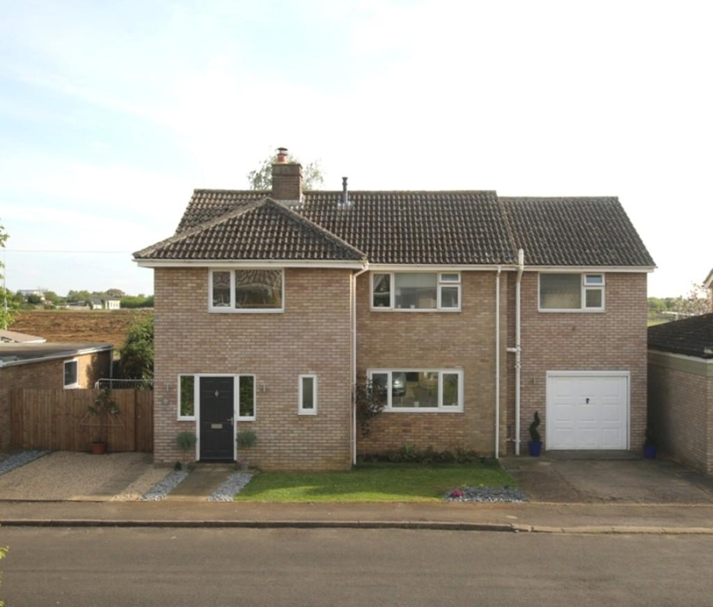 4 Bedrooms Detached House for sale in King Edgar Close, Ely