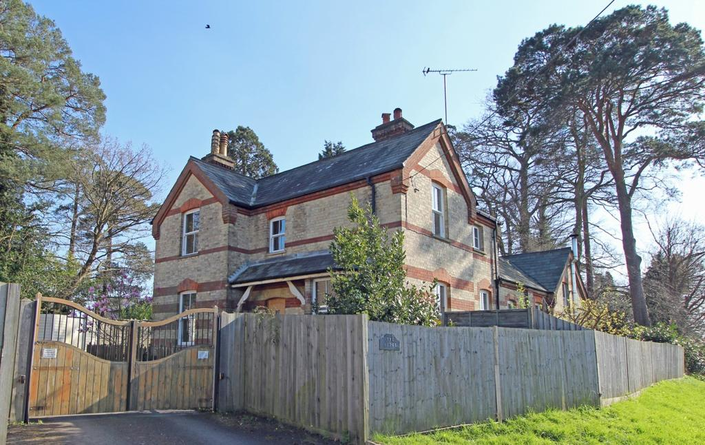 3 Bedrooms Detached House for sale in Colwell Road, Haywards Heath, RH16