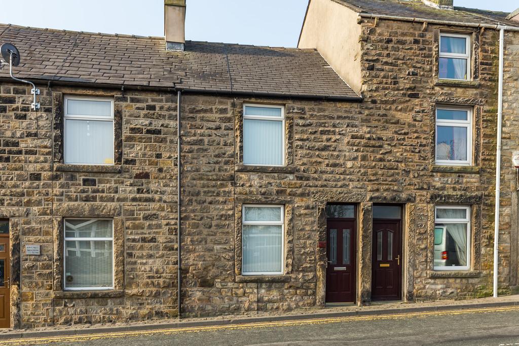 2 Bedrooms Terraced House for sale in 118 Kellet Road, Carnforth, Lancashire, LA5 9LS