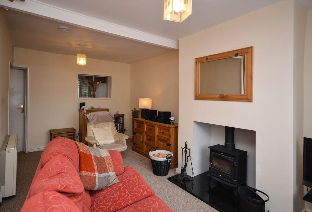 2 Bedrooms Terraced House for sale in Glan Gwna Terrace, Caeathro, North Wales