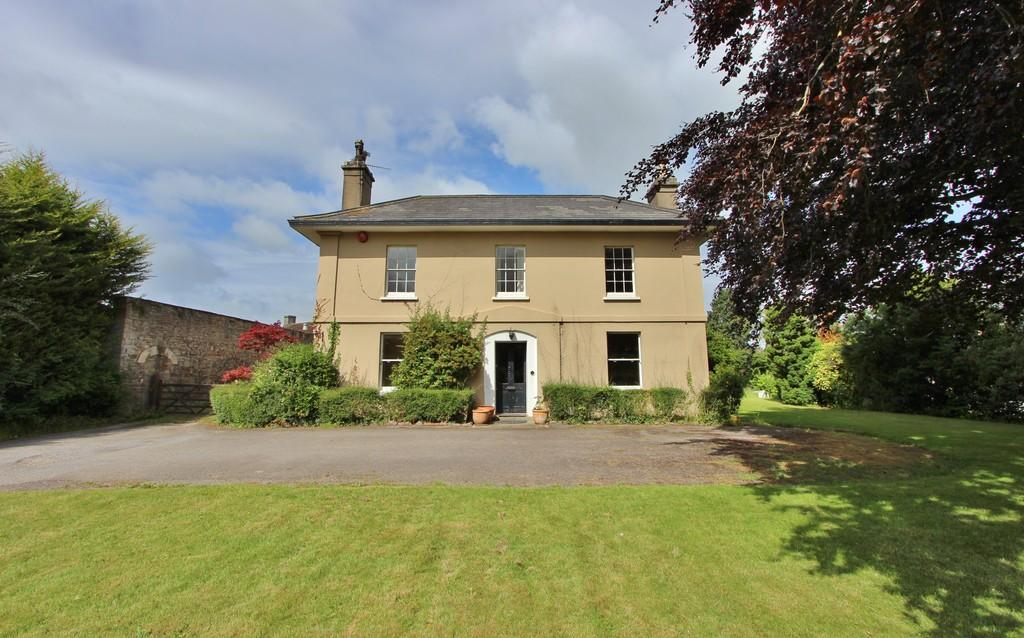 5 Bedrooms Manor House Character Property for sale in Close to Nailsea town centre