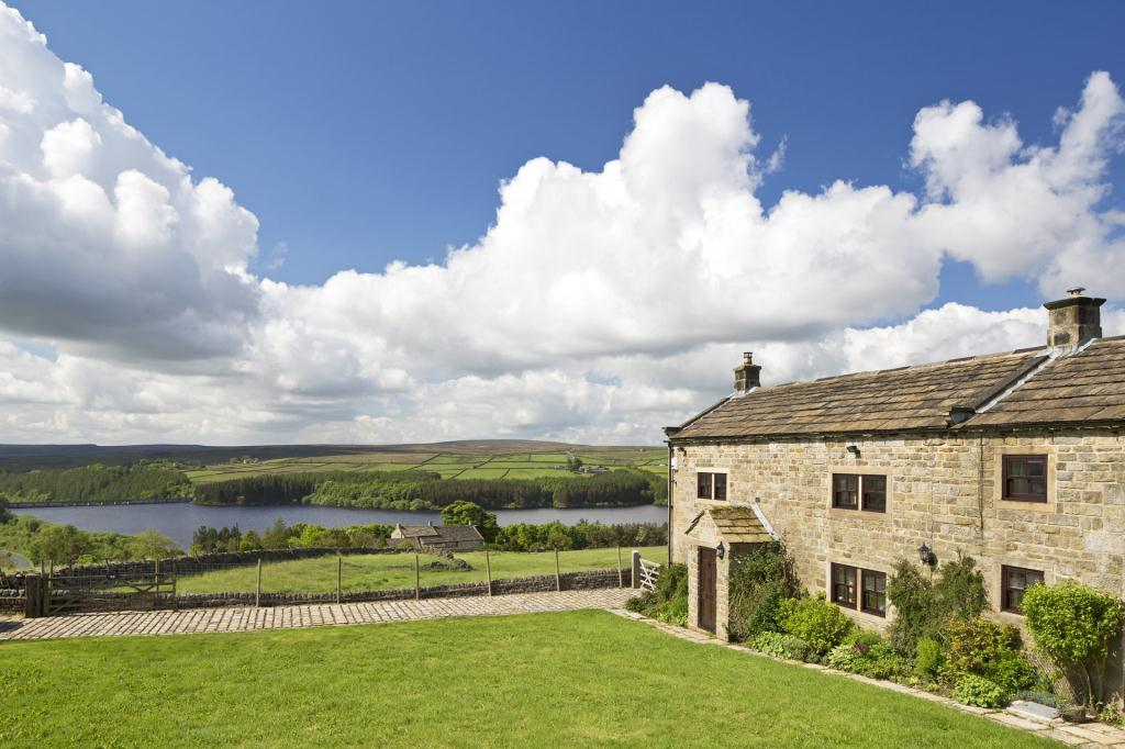 4 Bedrooms Unique Property for sale in West End, Near Thruscross, Harrogate, North Yorkshire