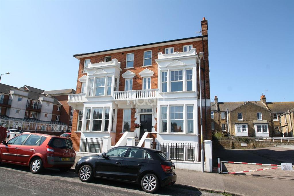 2 Bedrooms Flat for sale in Eastern Esplanade ,Cliftonville .CT9