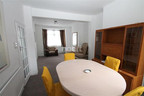 2 bedroom terraced house to rent - Worsley Road, E11