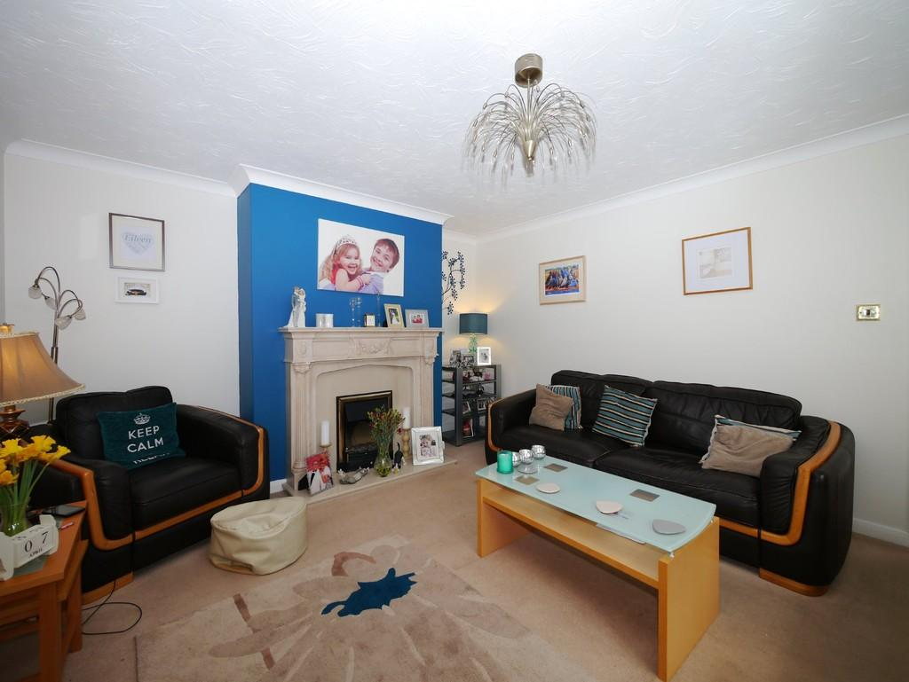 3 Bedrooms Chalet House for sale in Priory Road, St. Olaves, Great Yarmouth