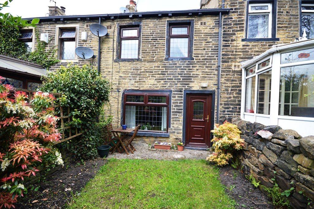 2 Bedrooms Terraced House for sale in Burnwells, Thackley, West Yorkshire