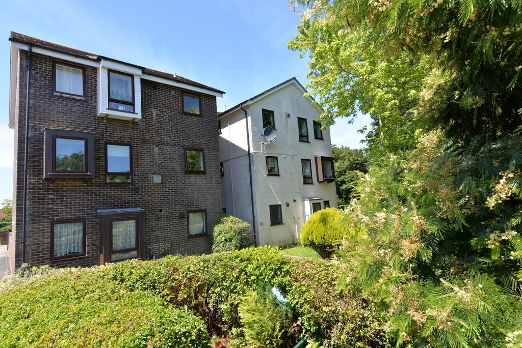 2 Bedrooms Apartment Flat for sale in Buckingham Walk, New Milton