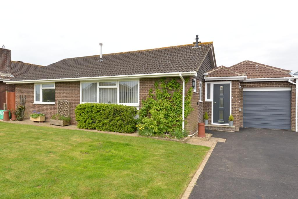 3 Bedrooms Detached Bungalow for sale in Penn Close, Barton on Sea