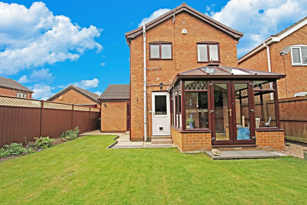3 Bedrooms Detached House for sale in Thealby Gardens, Bessacarr, DN4 7EG