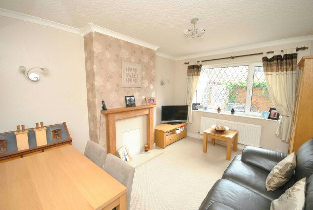 3 Bedrooms Semi Detached House for sale in Young Place, CLEETHORPES
