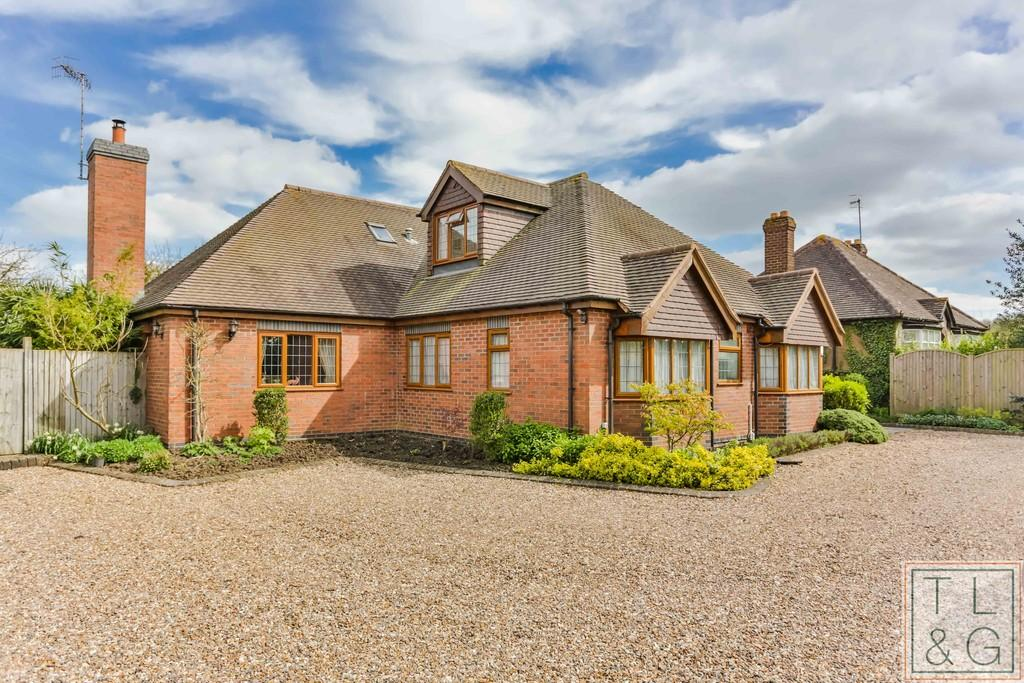 6 Bedrooms Detached Bungalow for sale in Broadway Road, Wickhamford