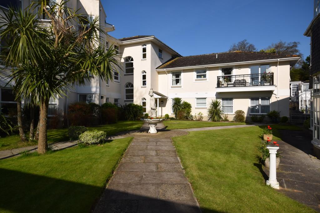2 Bedrooms Ground Flat for sale in Parkhill Road, Torquay