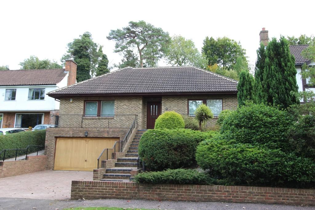 4 Bedrooms Detached Bungalow for sale in Stagbury Avenue, Chipstead