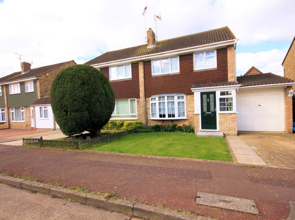 3 Bedrooms Semi Detached House for sale in Linnet Close, Shoeburyness