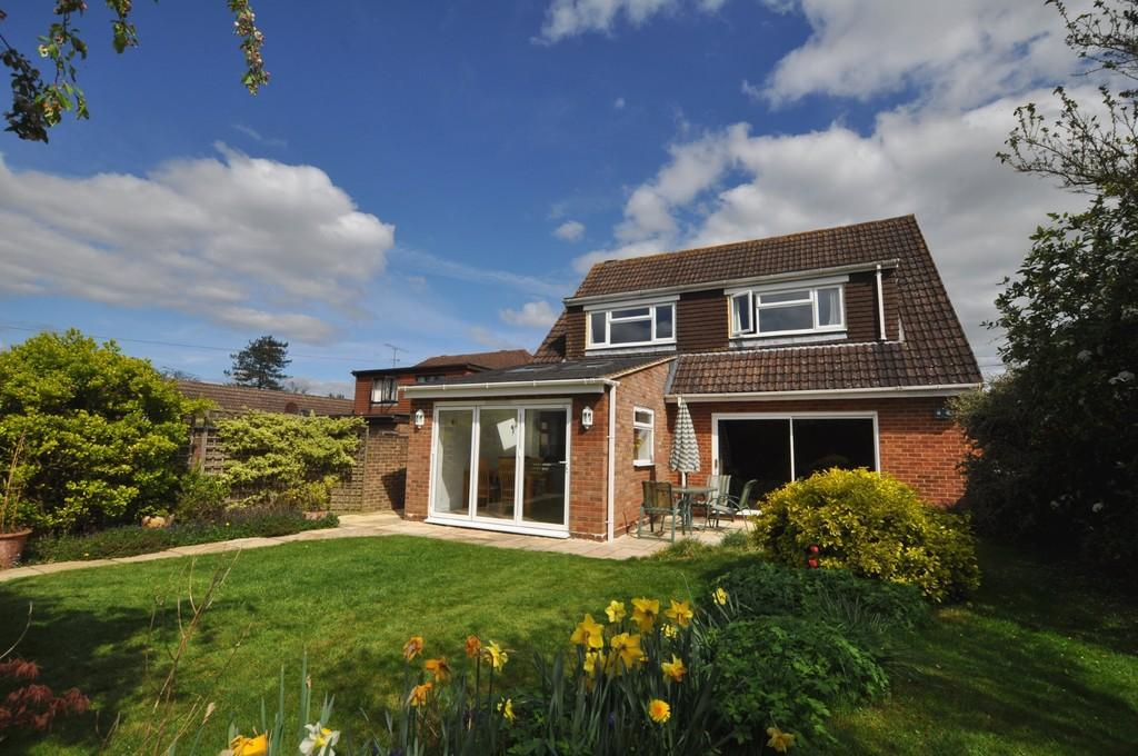 4 Bedrooms Detached House for sale in Westwood Lane, Normandy