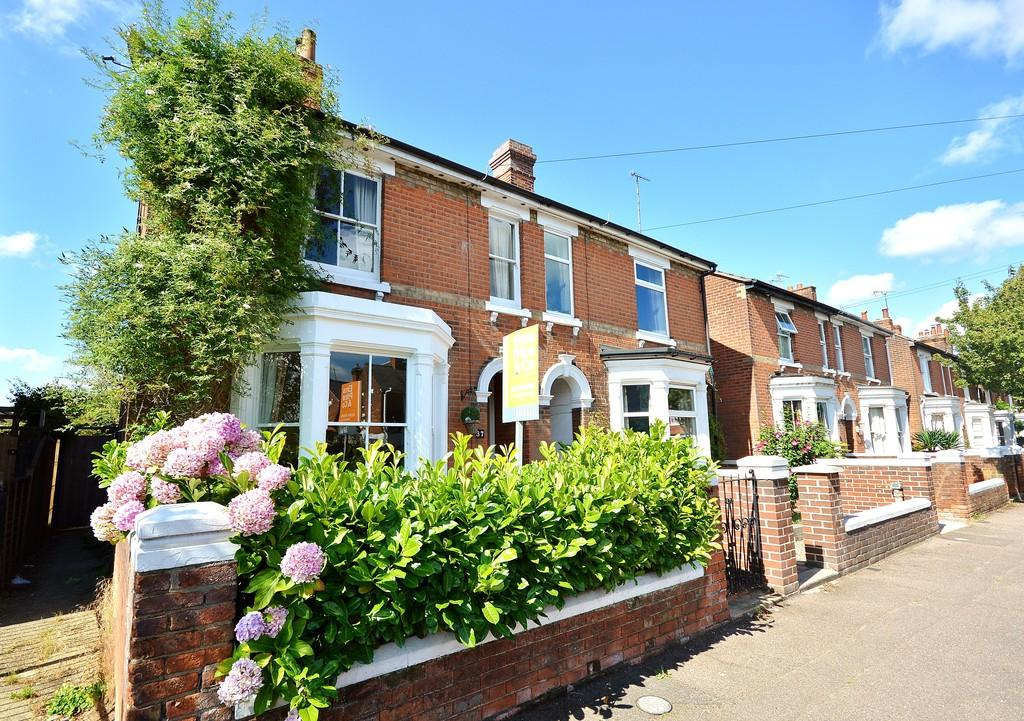 3 Bedrooms Semi Detached House for sale in Errington Road, Colchester