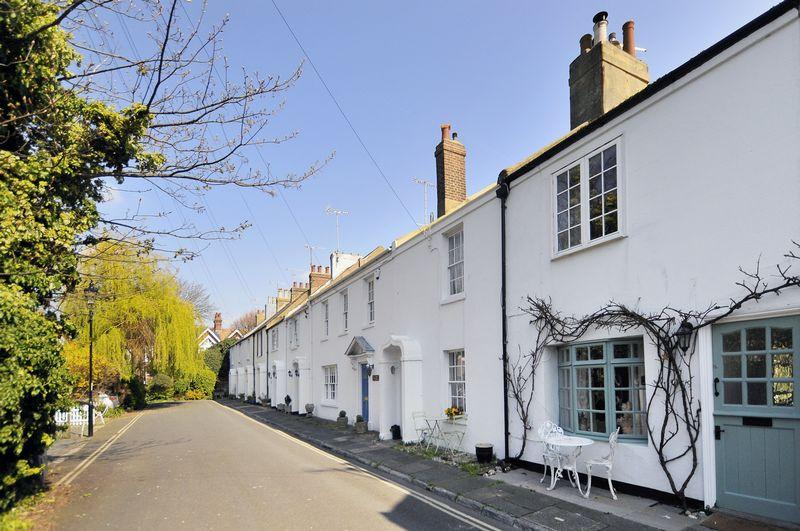 3 Bedrooms Terraced House for sale in Warwick Place, Worthing