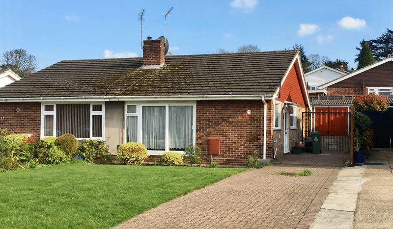 2 Bedrooms Bungalow for sale in Shuttlemead, Bexley
