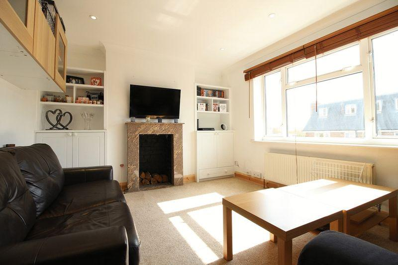 2 Bedrooms Flat for sale in Church Hill Road, East Barnet