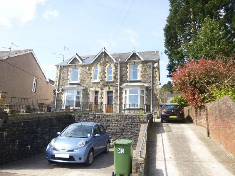 3 Bedrooms Semi Detached House for sale in Sunnybank Road, Griffithstown, Pontypool