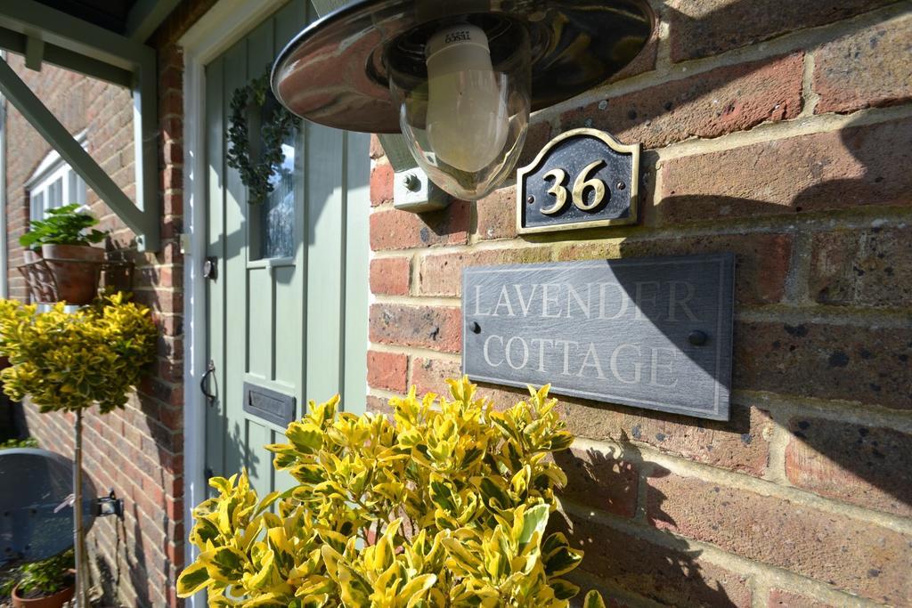 3 Bedrooms Terraced House for sale in Crossways