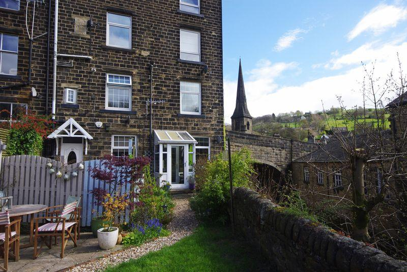 2 Bedrooms Cottage House for sale in Elland Road, Ripponden, HX6 4DB