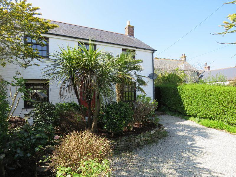 3 Bedrooms Detached House for sale in Fore Street, Mount Hawke