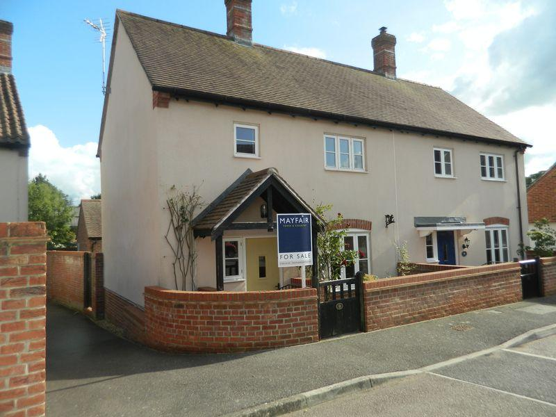 2 Bedrooms Semi Detached House for sale in Standerwick Orchard, Ilminster