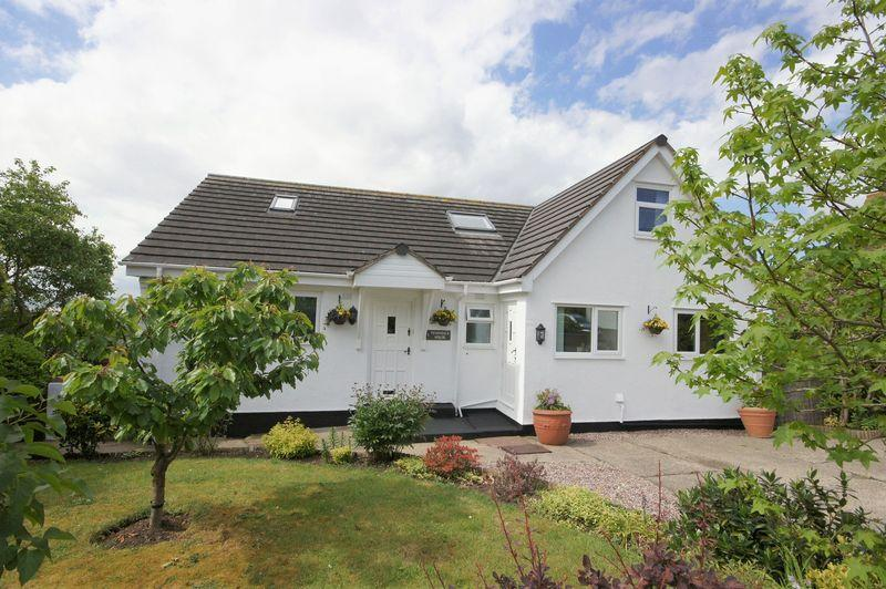 5 Bedrooms Detached House for sale in Ferns Close, Lower Heswall