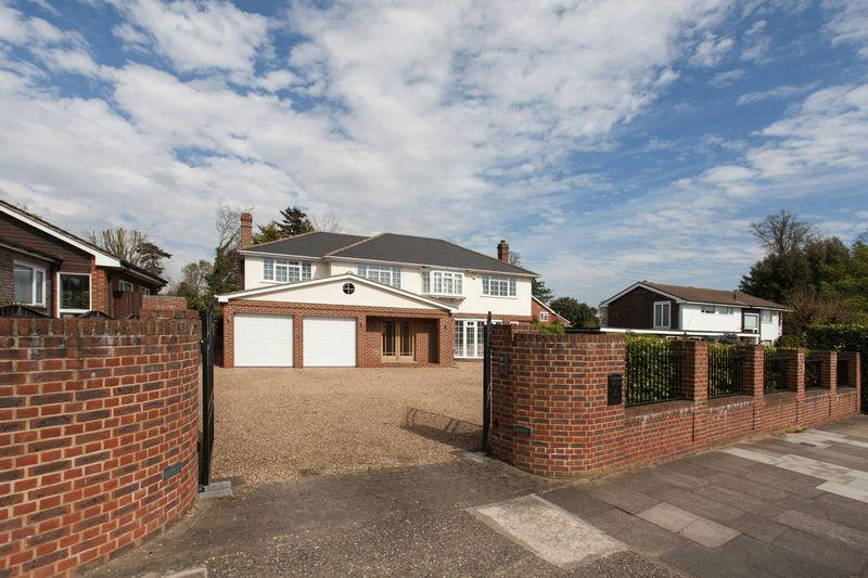 5 Bedrooms Detached House for sale in St Georges Road West, Bickley, Bromley