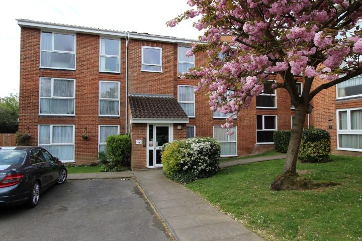 2 Bedrooms Flat for sale in Lyonsdown Road, New Barnet, Barnet