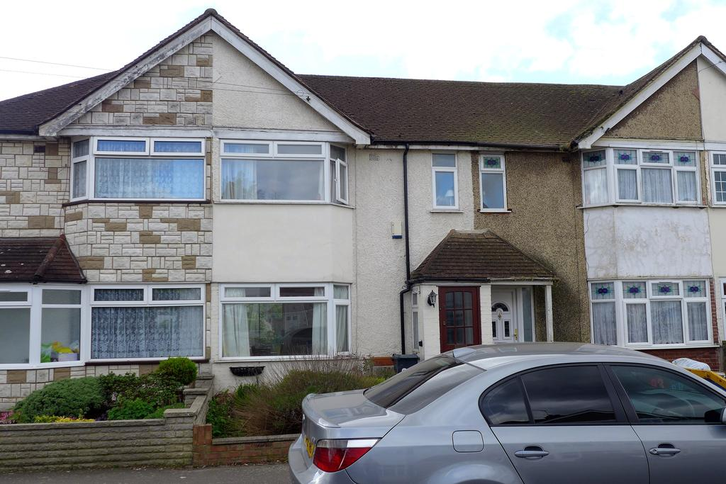3 Bedrooms Terraced House for sale in Cranleigh Road, Feltham
