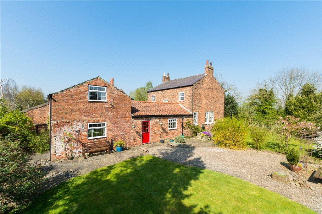5 Bedrooms Detached House for sale in Dog Gun Farmhouse, Fleet Lane, Tockwith, York