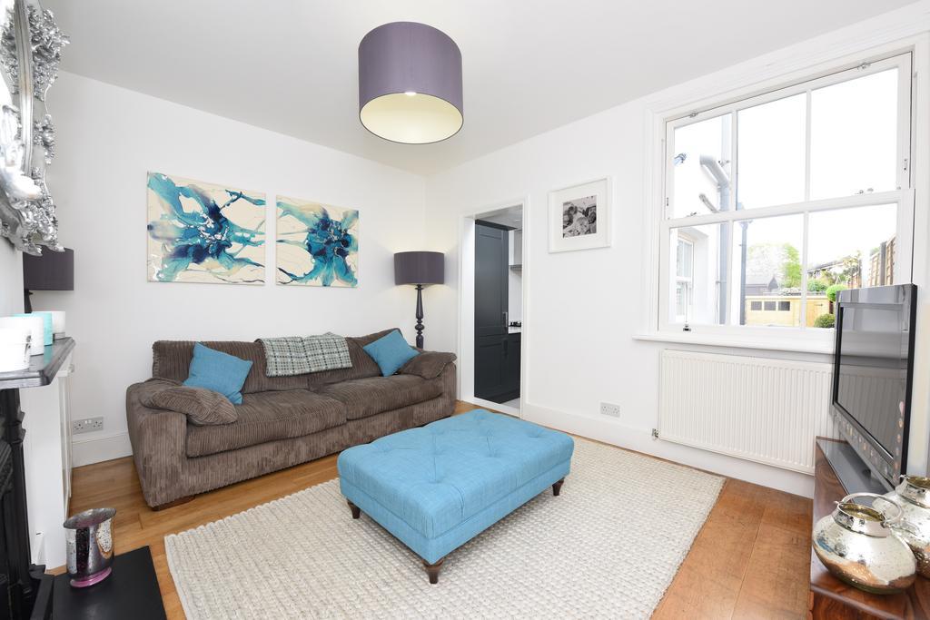 2 Bedrooms Cottage House for sale in Glencoe Road, Weybridge, Surrey, KT13