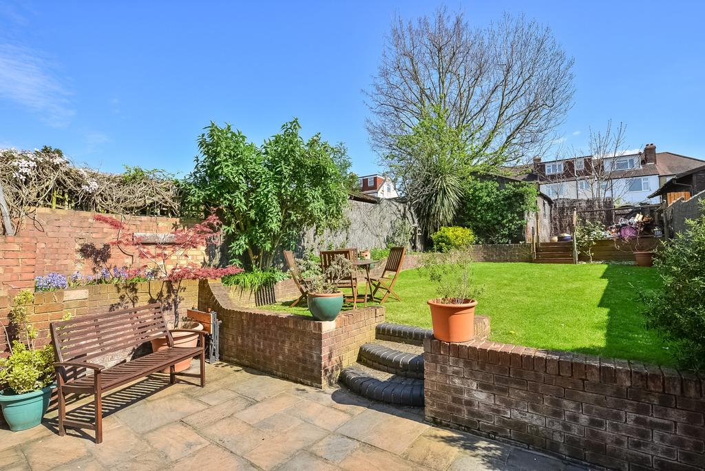 3 Bedrooms Semi Detached House for sale in Wickham Chase West Wickham BR4