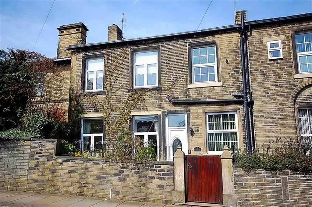 2 Bedrooms Terraced House for sale in Savile Road, Halifax, HX1