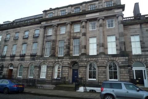 2 bedroom flat to rent - Royal Terrace, Calton Hill, Edinburgh, EH7 5AH
